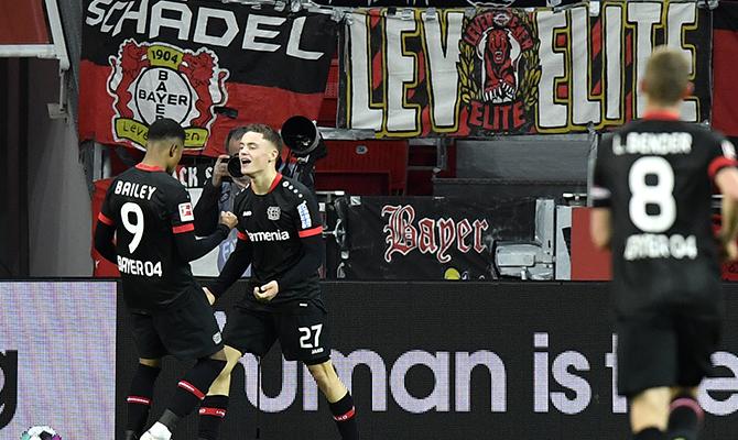 El segundo y tercer clasificados de la Bundesliga se ven las caras en este Leipzig Vs Bayer Leverkusen.