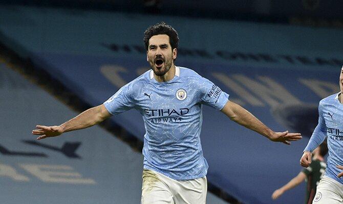 Gündogan celebra un gol haciendo el avión. Conoce los picks y cuotas del Arsenal vs Manchester City.