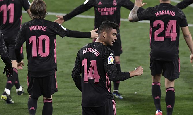 Varios jugadores del Real Madrid celebran un gol. Atalanta vs Real Madrid, octavos de final de Champions League.