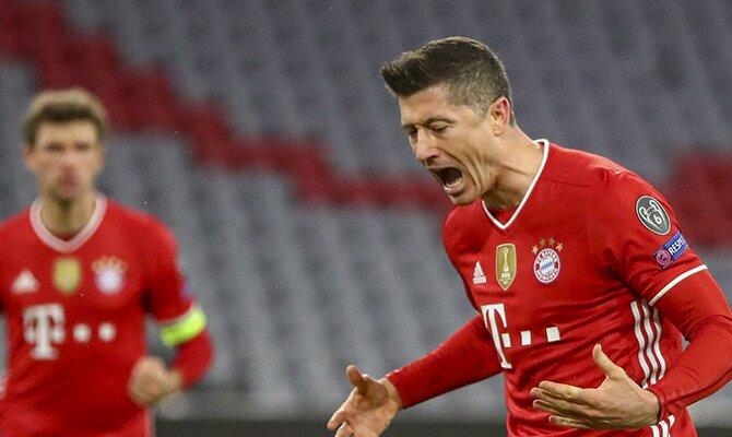 Robert Lewandowski, del Bayern Múnich, se lamenta de una ocasión fallada. Cuotas al ganador de la Champions League 2020-21.