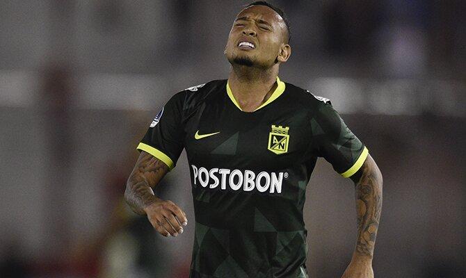 Jarlan Barrera se lamenta de una ocasión fallada. Pronósticos del Guaraní vs Atlético Nacional, Copa Libertadores.