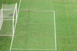 Área pequeña del campo con 4 balones en un lateral. Cuotas Jornada 14 del Apertura de Paraguay.