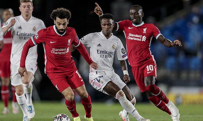 Mohamed Salah desbordando jugadores del Real Madrid. Cuotas para el Liverpool vs Real Madrid.