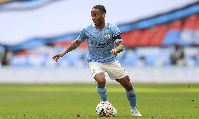 Raheem Sterling del Manchester City conduciendo el balón. Cuotas Manchester City vs Tottenham.