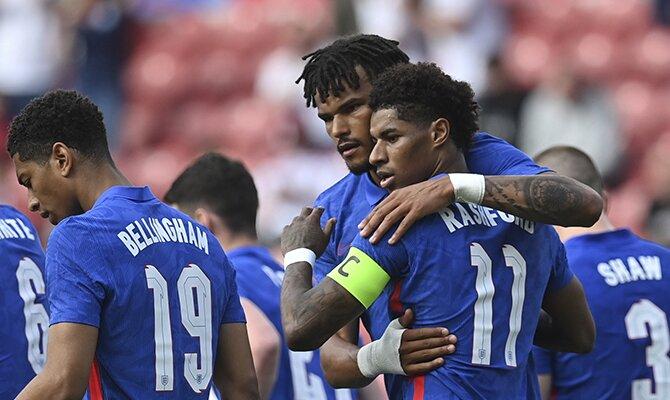 Los jugadores de Inglaterra celebrando un gol. Cuotas 2º jornada fase de grupos de la Euro 2020.