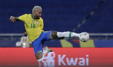 Neymar Jr. ejecutando una volea acrobática. Cuotas Brasil vs Argentina, final de la Copa América.