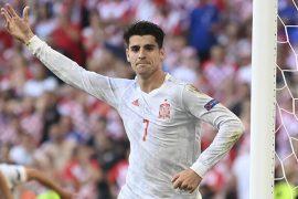 Álvaro Morata de la selección española pidiendo un balón. Cuartos de final de la Euro 2020.