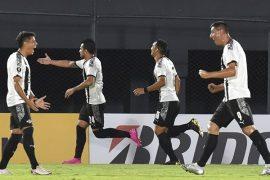 Cristian Báez y sus compañeros celebran un gol. Cuotas de la jornada 6 del Clausura de Paraguay.