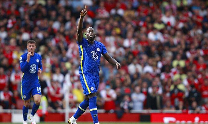 Romelu Lukaku vistiendo la camiseta del Chelsea. Apuestas Liverpool vs Chelsea.
