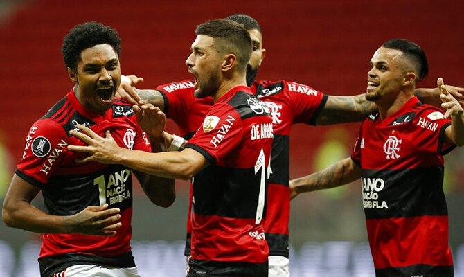 Los jugadores del Flamengo celebran un gol. Cuotas 1/4 de final Libertadores, Olimpia vs Flamengo.