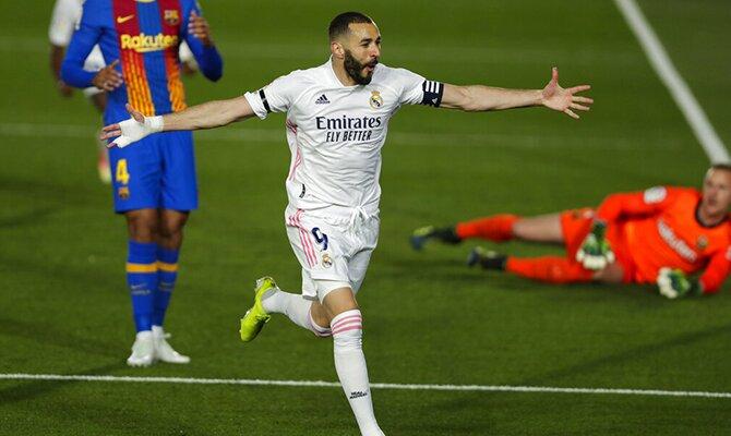 Karim Benzema celebra un gol tras batir a Marc-André ter Stegen. Apuestas, Barcelona vs Real Madrid.